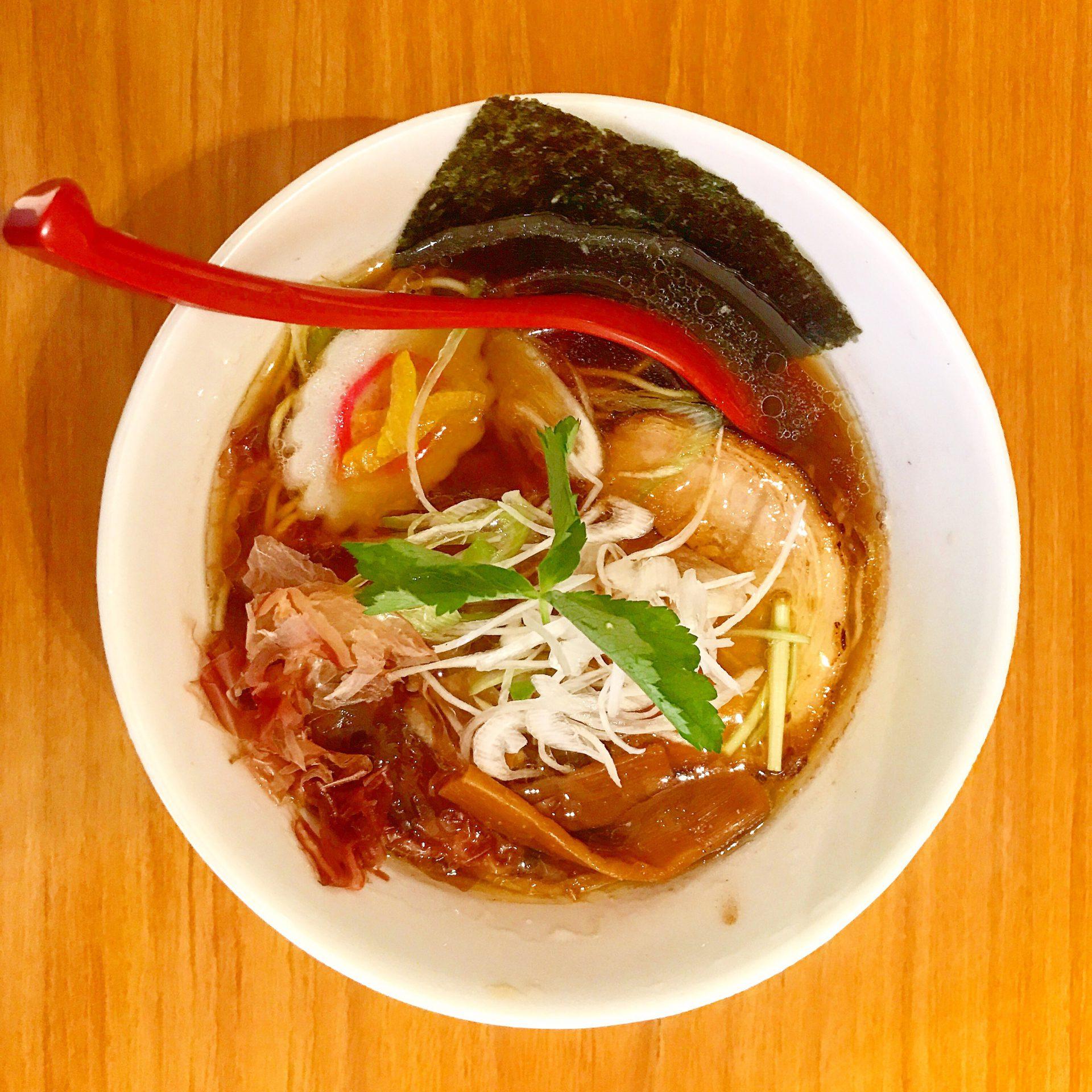 具との調和を楽しむしょうゆラーメン〜麺屋燕 in 静岡